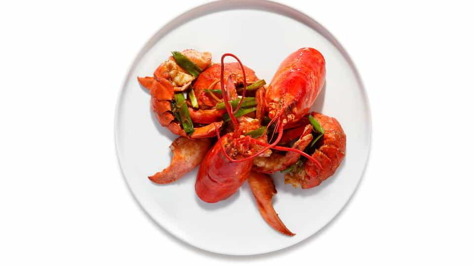 Offering indulgent dishes such as the Cantonese Lobster, CATCH is your destination to meet, eat and play.