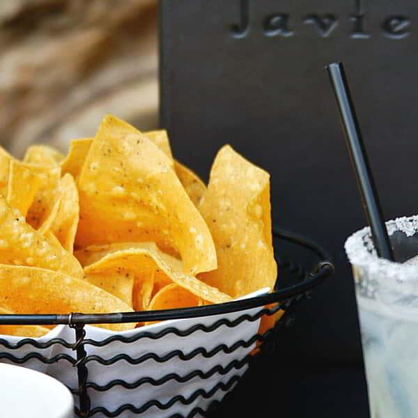 aria-dining-javiers-chips-and-drink