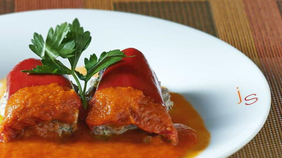aria-dining-julian-serrano-stuffed-red-pepper