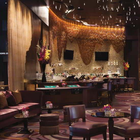 Enjoy masterfully crafted cocktails and live entertainment in a welcoming and refined atmosphere.