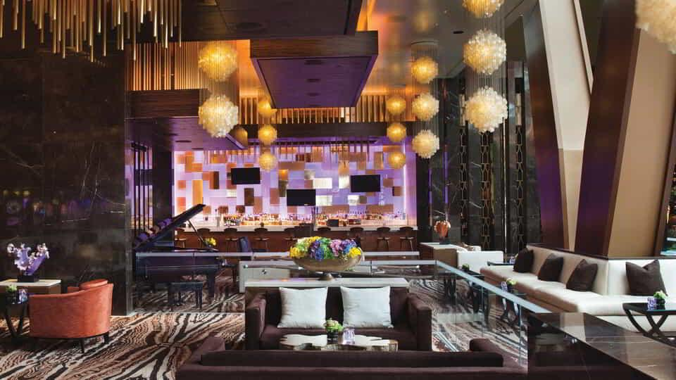 When the mood strikes, it's time to unwind with a mouthwatering cocktail at Lobby Bar.