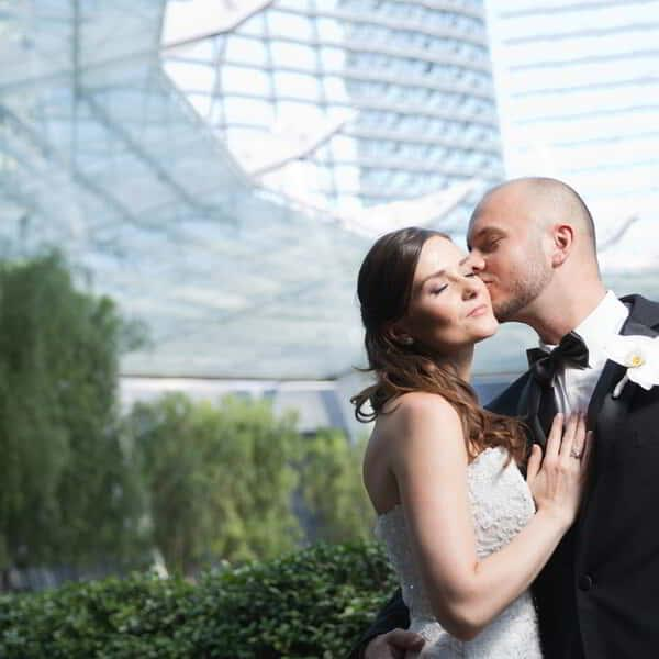 aria-weddings-couple-kissing-outside