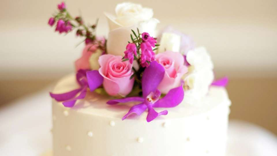 beau-rivage-meetings-wedding-cake