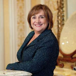 Bellagio Slot Host Beverly Reese Crop