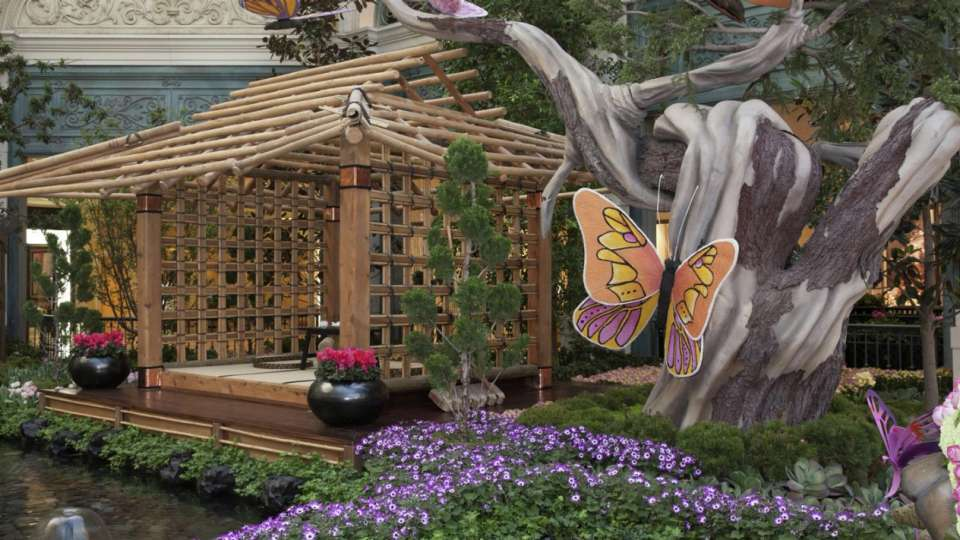 Bellagio has transformed it's conservatory into Japanese Spring.