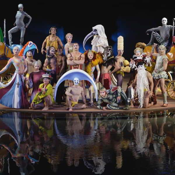 The cast of 'O' by Cirque Du Soleil gathered together for a family portrait.