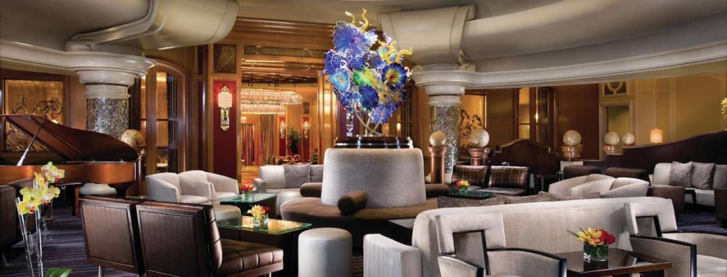 The Lounge at Baccarat Bar provides sophistication with a dual view of exciting casino action as well as a glimpse into high-end gaming.