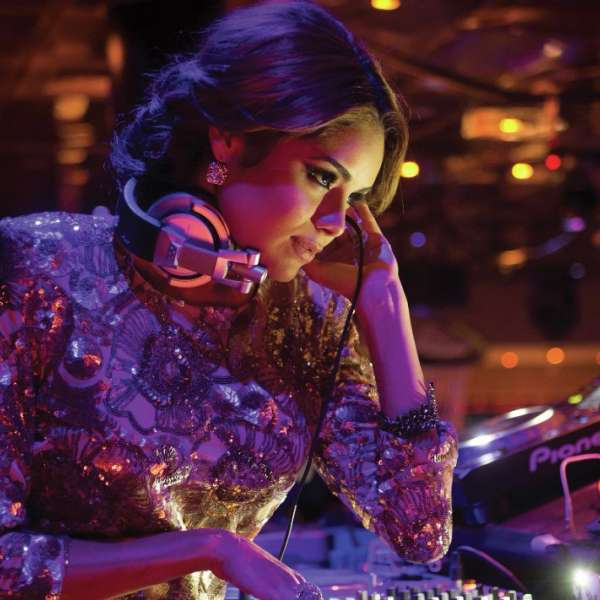 bellagio-nightlife-the-bank-girl-dj