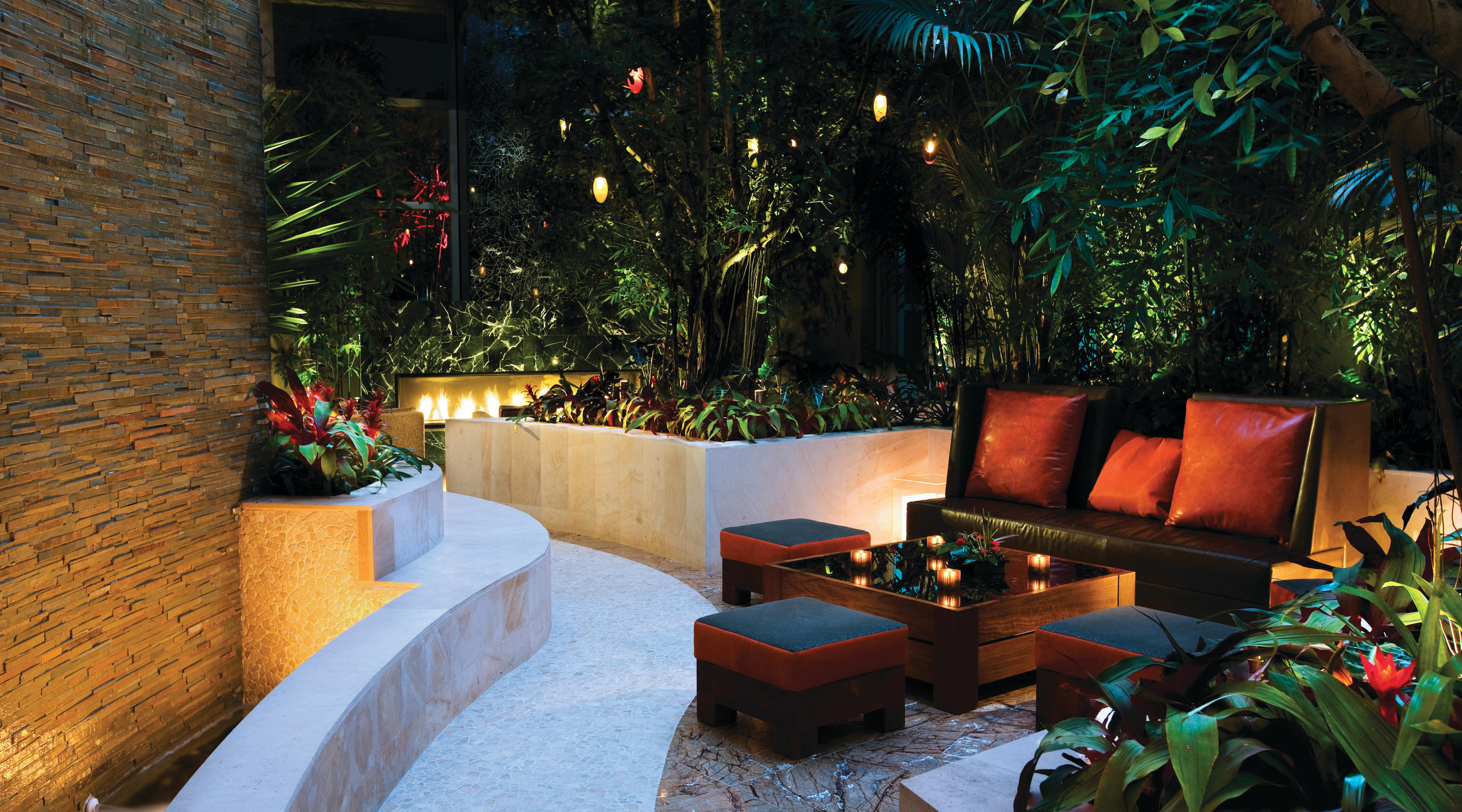 Outdoor Courtyard styled Lounge area