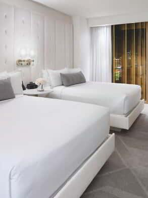 delano-las-vegas-hotel-room-delano-queen-suite-bedroom-night