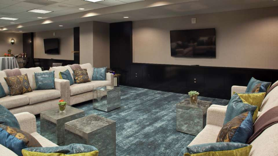 Delano Las Vegas offers a relaxed business atmosphere or an ideal social setting for your group.