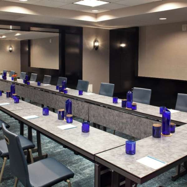Design your own ambiance in any of our 31 meeting rooms.