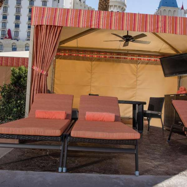 excalibur-amenities-pool-cabana2-front