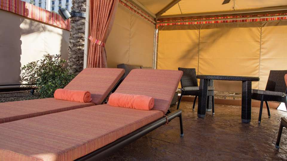 excalibur-amenities-pool-cabana2