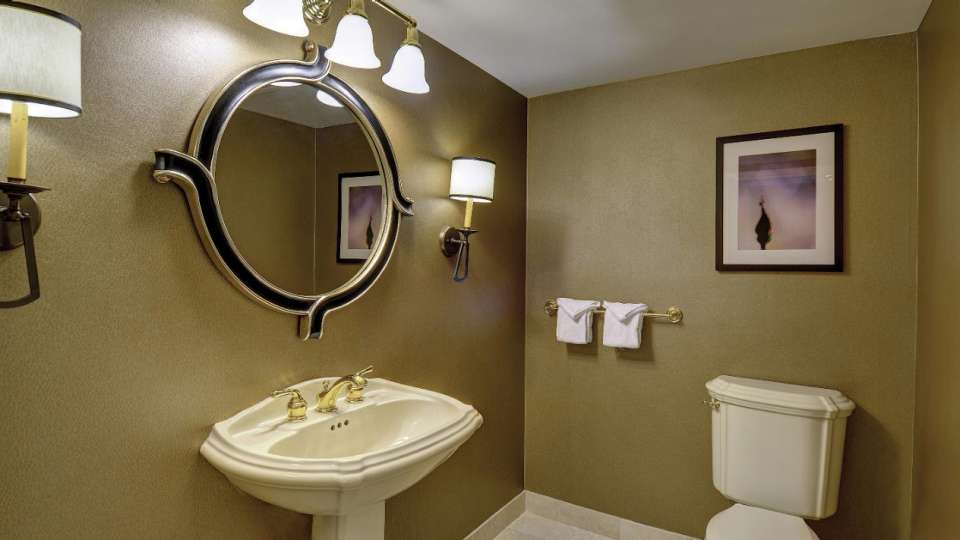 This is an image of the Resort Luxury Suite Bathroom.