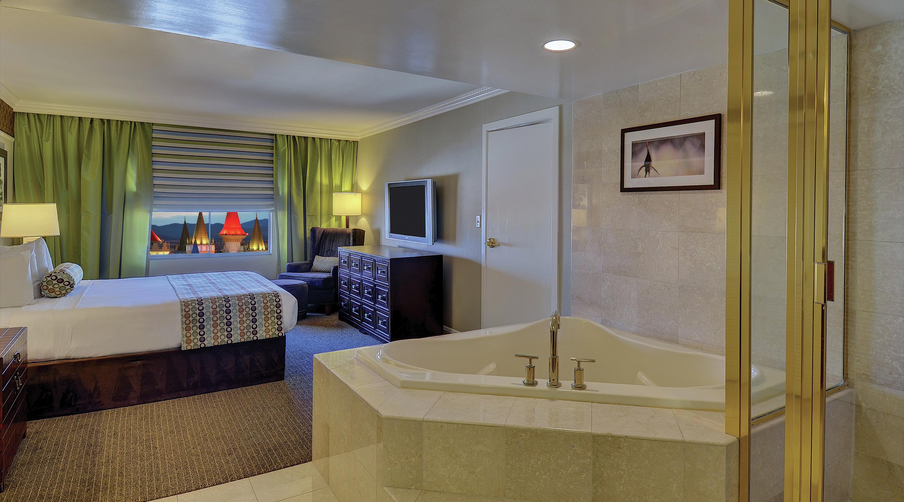 This is an image of the Resort Luxury Suite Soaking Tub.