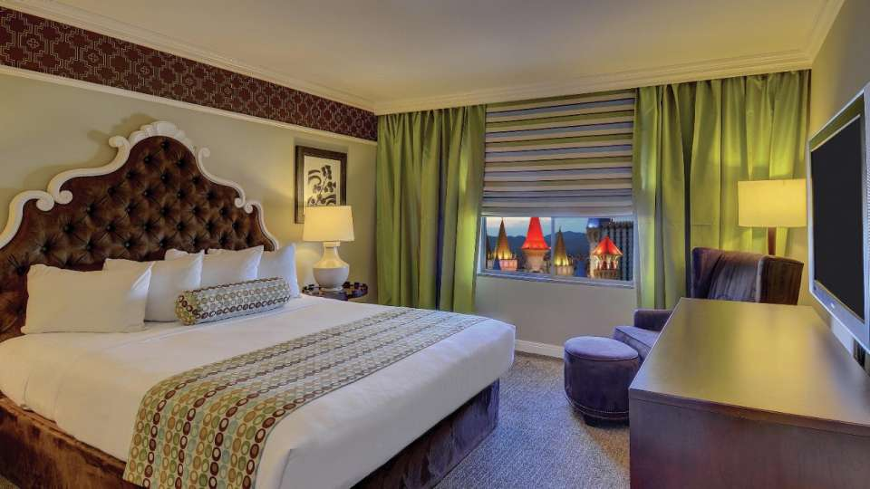 This is an image of the Resort Luxury Suite Bedroom.