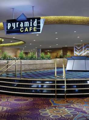 luxor-dining-restaurant-pyramid-cafe-entrance-stairs