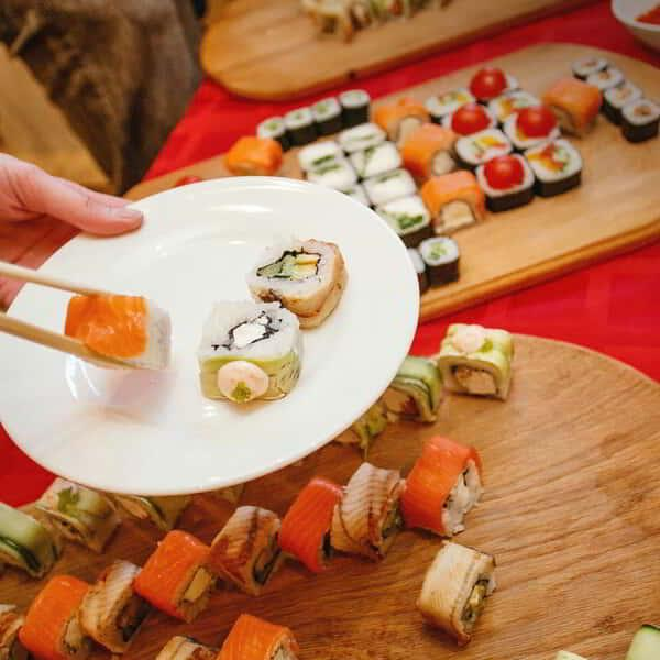 luxor-dining-restaurant-rice-and-co-lifestyle-sushi-roll-plate