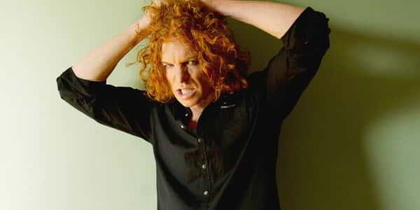 luxor-entertainment-carrot-top-black-shirt-green-wall