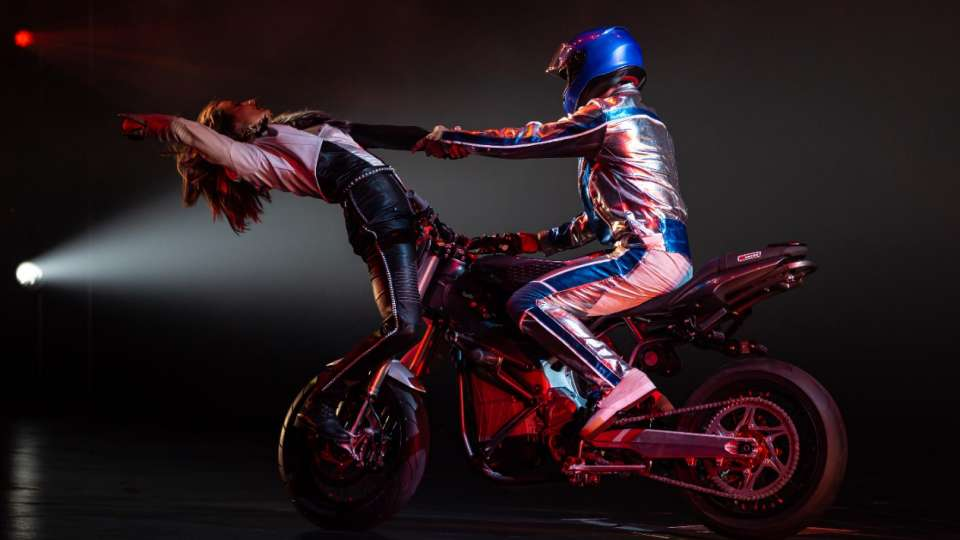 Ending of motorcycle fight in R.U.N produced by Cirque du Soleil.