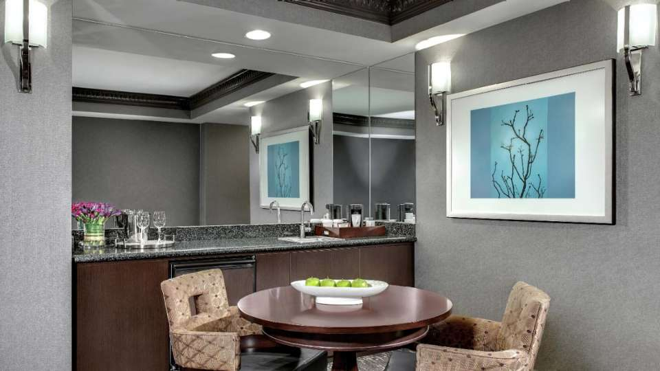 Photo of the wetbar in the Tower one bedroom suite.