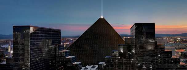 luxor-hotel-pyramid-exterior-towers