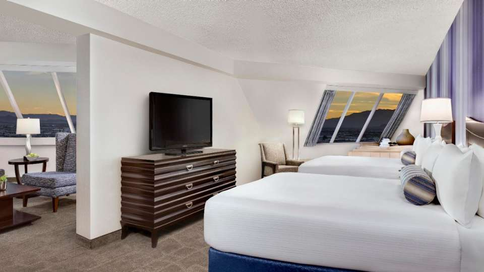 Queen beds and soaking tub in the Pyramid Premium Corner Suite.