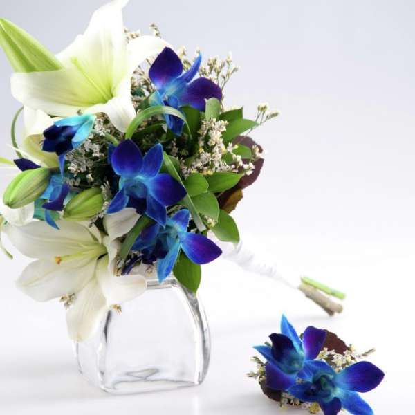 Choose from a variety of bouquet options, from different colors to different styles.