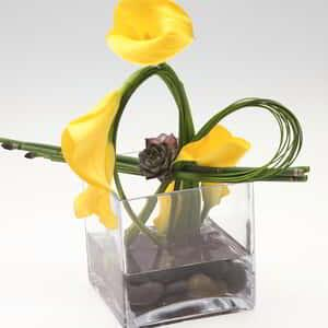 luxor-wedding-chapel-floral-centerpiece-yellow-calla-lily