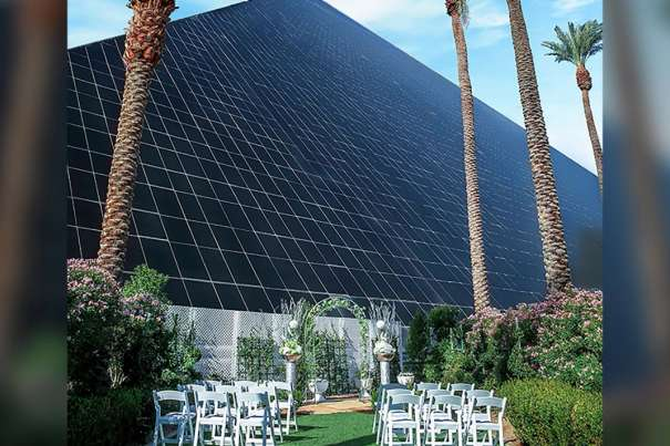 Wedding scene with the background of Luxor hotel.