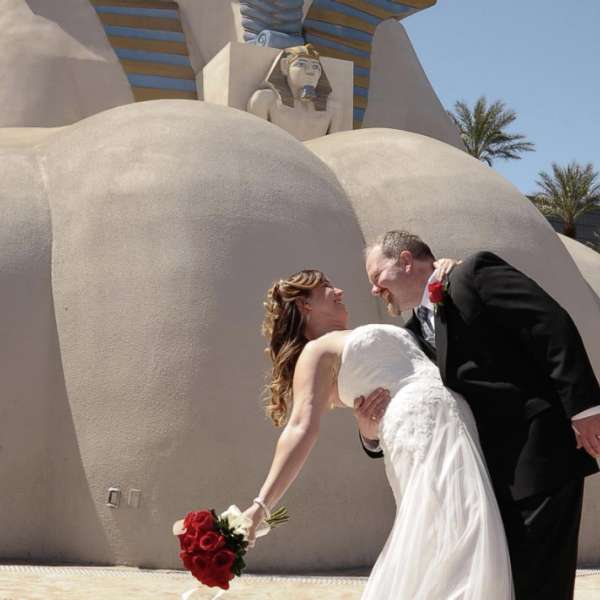 Take your wedding photo in front of the iconic Luxor Sphinx!