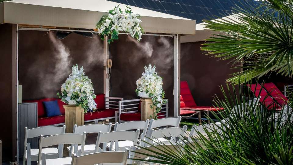 Side view of Luxor cabana wedding.