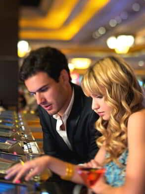 mandalay-bay-casino-couple-playing-video-poker