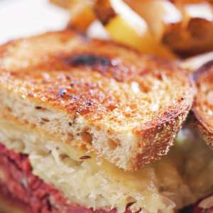 mandalay-bay-restaurant-shoppes-rira-irish-pub-reuben-sandwich.tif.image.300.300.high