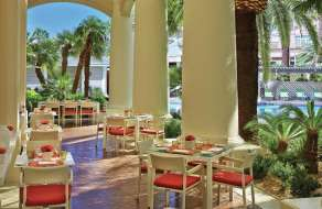 mandalay-bay-restaurant-four-seasons-veranda-outside-dining