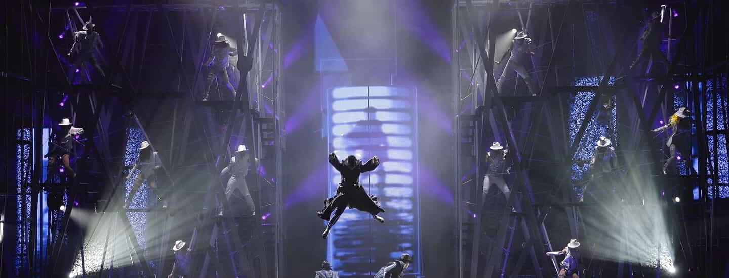 mandalay-bay-entertainment-michael-jackson-one-smooth-criminal-acrobat