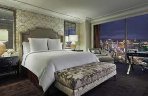 mandalay-bay-hotel-four-seasons-strip-view-room
