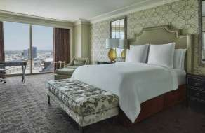 mandalay-bay-hotel-four-seasons-superior-room