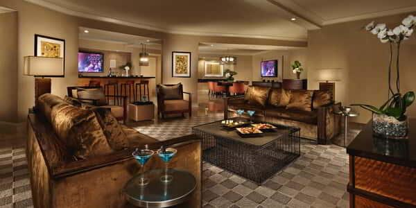 mandalay-bay-hotel-room-hospitality-suite-living-room