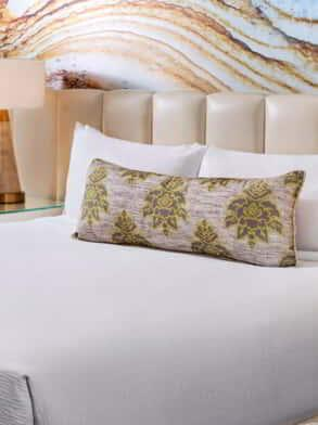 mandalay-bay-hotel-room-resort-king-bed-close-up