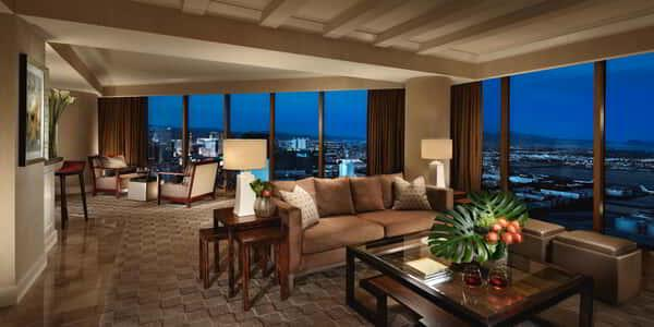 mandalay-bay-hotel-room-vista-suite-living-space