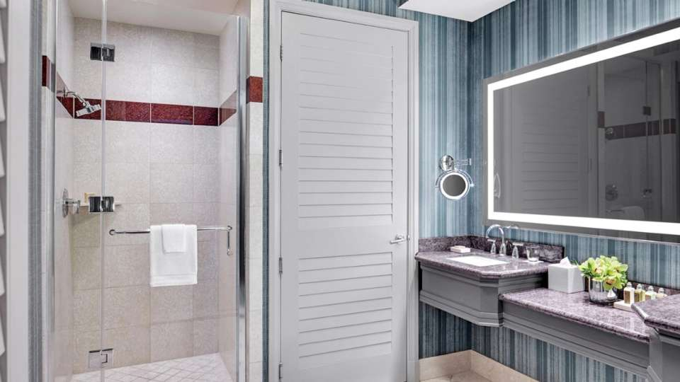 mandalay-bay-hotel-rooms-sky-view-suite-bathroom