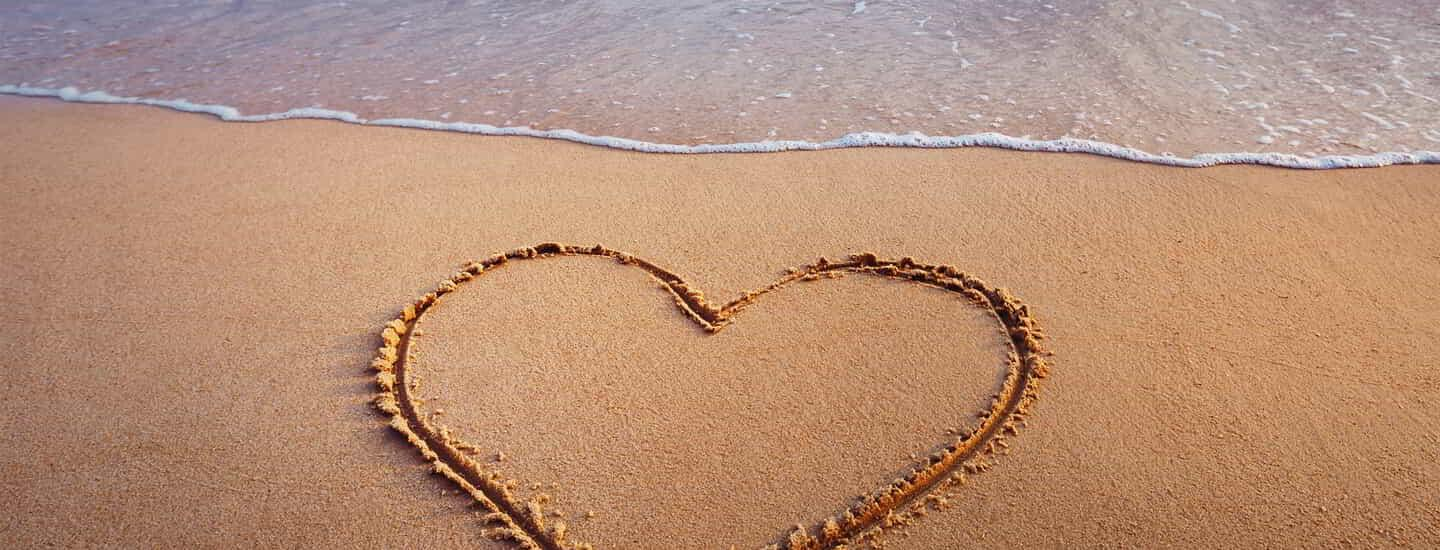 mandalay-bay-hotel-offers-valentines-day-offer-heart-in-the-sand