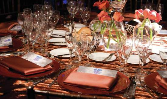 mandalay-bay-meetings-and-conventions-festive-dinner-table-setting.tif.image.550.325.high