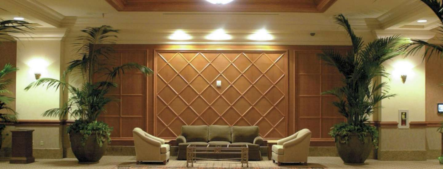 mandalay-bay-meetings-and-conventions-lobby-lounge-area