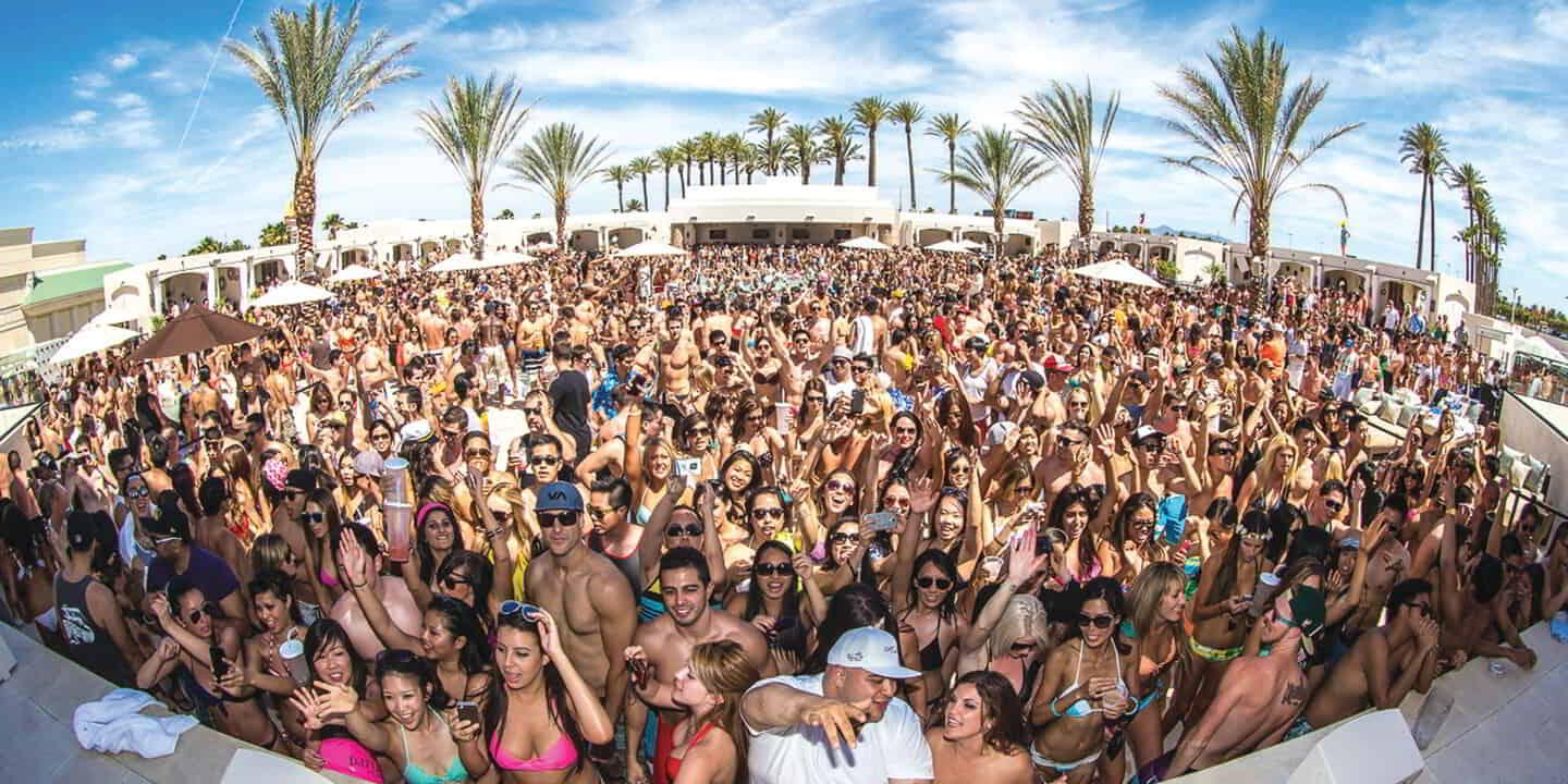 mandalay-bay-nightlife-daylight-crowd-image-from-stage