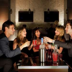 mandalay-bay-nightlife-eyecandy-lifestyle-group-drinking-at-table.tif.image.300.300.high