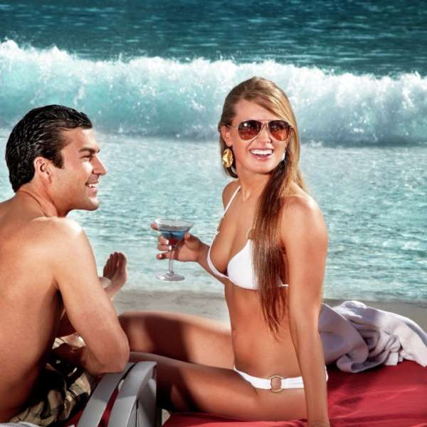 mandalay-bay-pool-beach-lifestyle-couple-sitting-on-beach