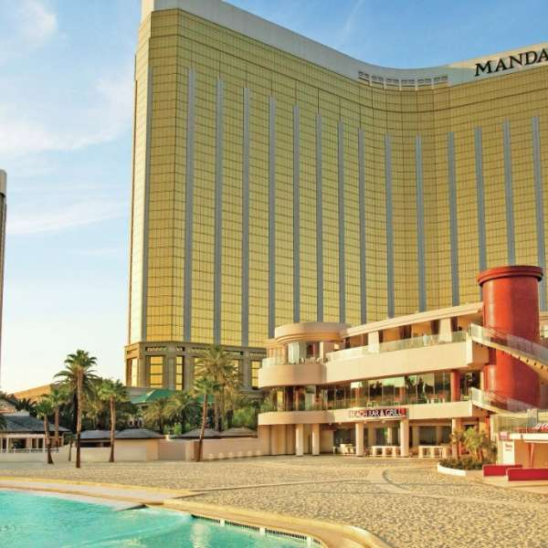 mandalay-bay-pools-beach-architecture-building